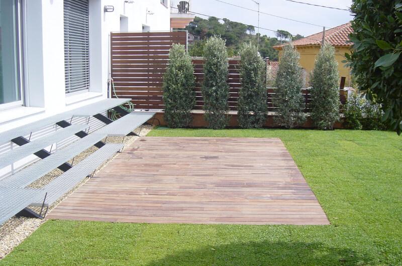 Jardin de tarima en madera de ipe en barcelona 2 for Tarimas de madera para jardin
