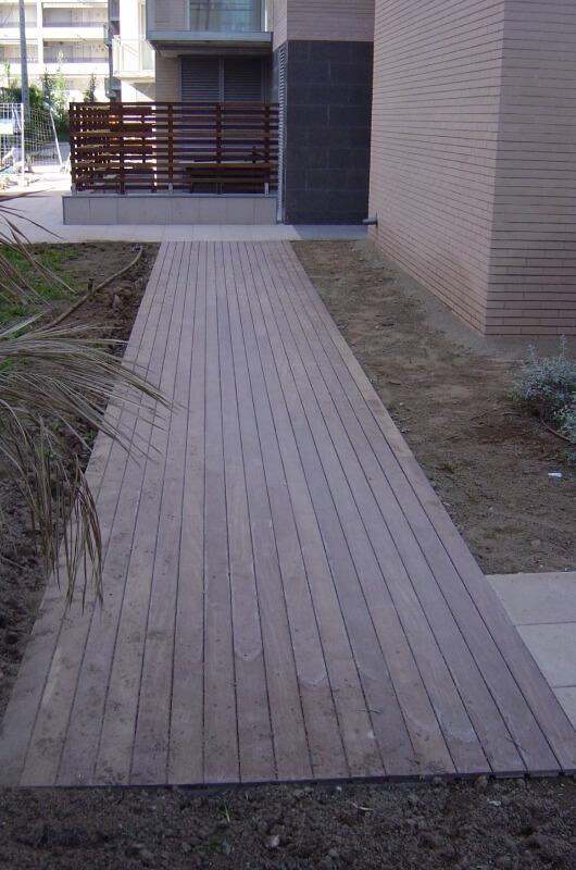 jardin-de-tarima-de-ipe-plus-en-barcelona-4