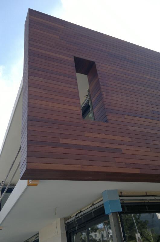 pared-madera-tropical-barcelona-1