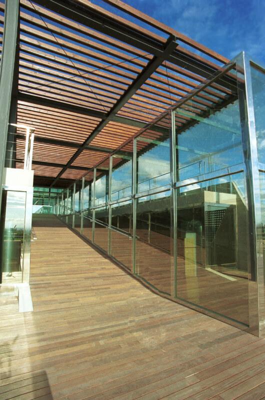 grandes-instalaciones-madera-barcelona-2