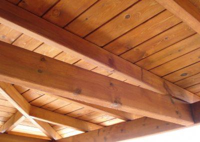 porche-cuatro-aguas-madera-pino-tintado-barcelona-8