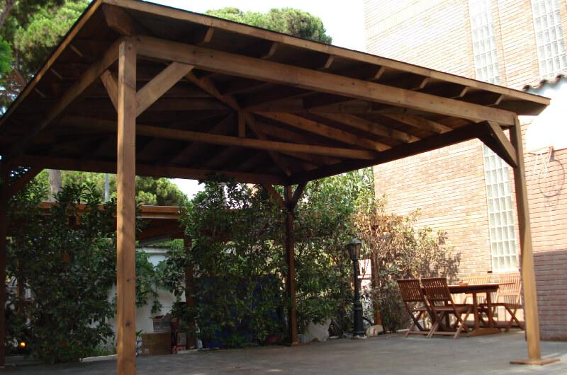 porche-cuatro-aguas-madera-pino-tintado-barcelona-9